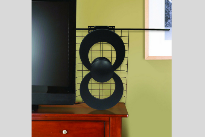 Antennas Direct ClearStream 2V HDTV Antenna indoors