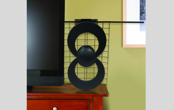 Antennas Direct ClearStream 2V HDTV Antenna indoors