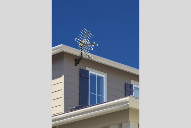 GE 29884 Pro OutdoorAttic Mount Antenna outside